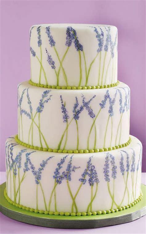 hochzeitstorte lavendel om nom nom weddingbee