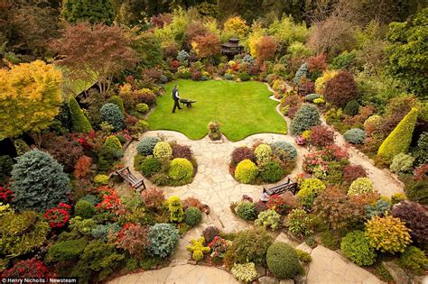 The Garden Four Seasons by 7 Secrets For A Beautiful Garden The Luxpad The