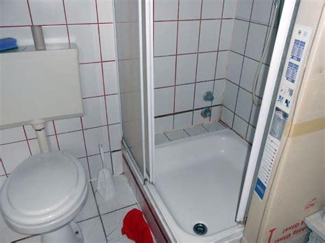 Schimmel An Der Decke über Der Dusche by Schimmel Im Bad Die Sachverst 228 Ndige Zeigt Wo Es Schimmelt