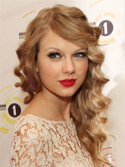 pretty curly hairstyles 20 most beautiful curly hair styles
