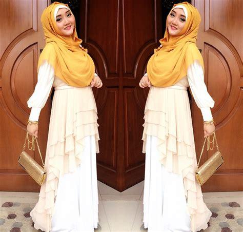 Dewi Gamis Dengan Pashmina Fitri Muslimah Penyanyi Indonesia Til Beda Dengan