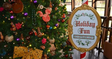 disney parks offers holiday season dining vouchers to save holiday discounts coming to florida residents at walt