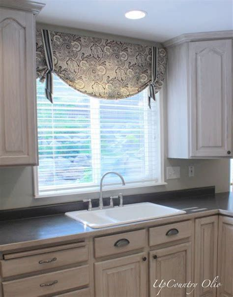 kitchen window treatment ideas 25 best ideas about kitchen window treatments on