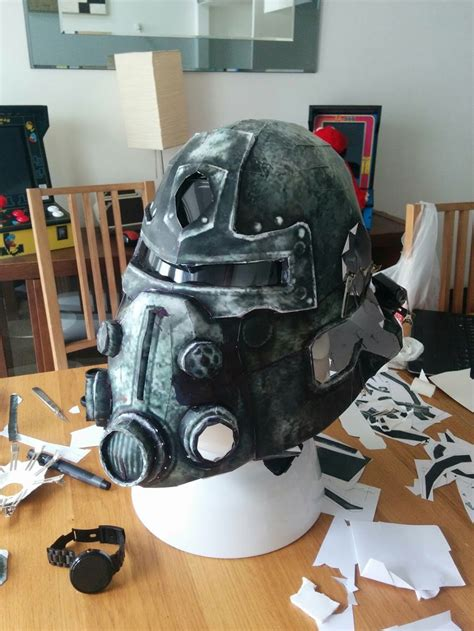 Fallout Papercraft - build your own fallout power armor helmet out of paper