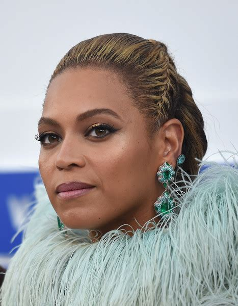 Beyonce Updo Hairstyles by Beyonce Knowles Braided Updo Updos Lookbook Stylebistro