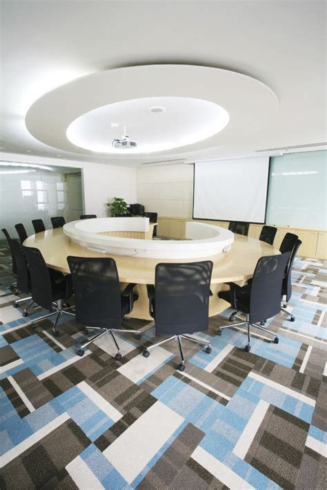 Circle Meeting Table Office Meeting Room Blue Black White Gray Ceiling Design Circle Table Projector Rolling