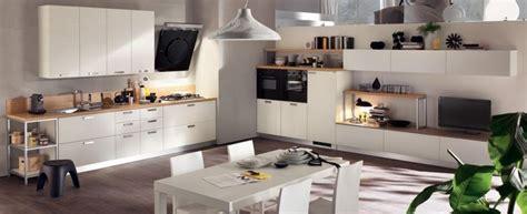 soggiorno e cucina insieme pareti comunicanti living corriere cucina in soggiorno