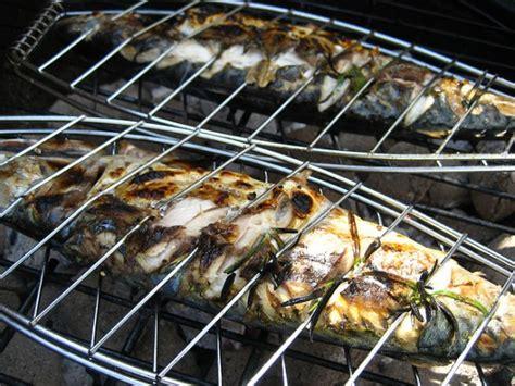 cucinare pesce al barbecue barbecue di pesce