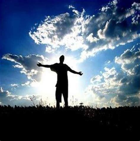 imagenes de jesus levantando a un hombre dios bueno cordero y el le 243 n