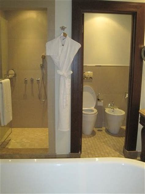 hänge wc bidet nicely appointed bathroom with soaking tub shower and