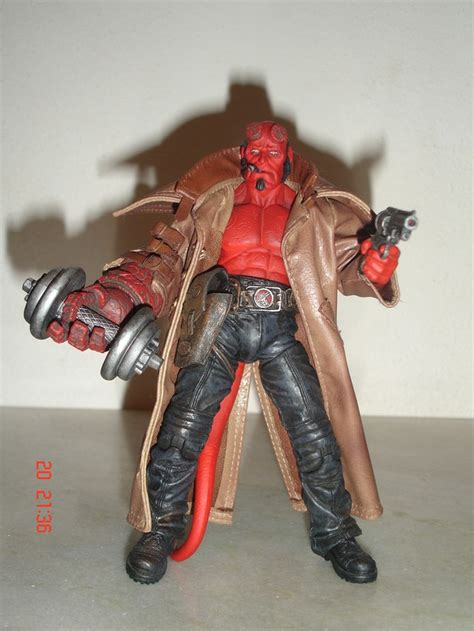Sale Figure Mezco Hellboy Hell Boy Preview Exclusive Segel hellboy shirtless with dumbell dash figures