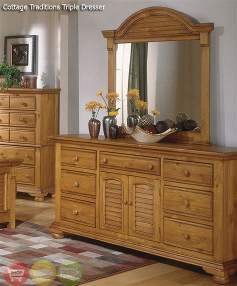 cottage traditions distressed pine bedroom furniture set