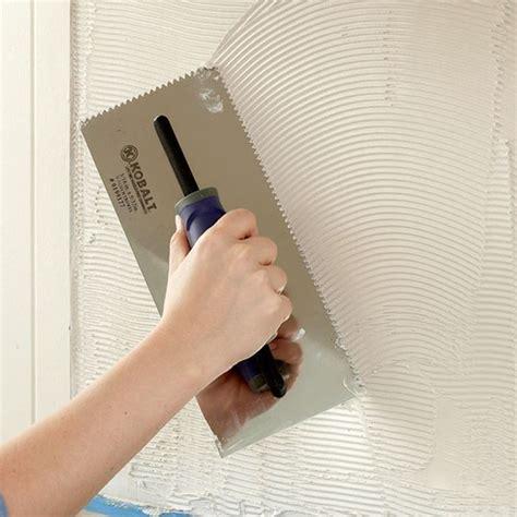 togliere colla piastrelle posare le piastrelle a parete piastrelle come posare