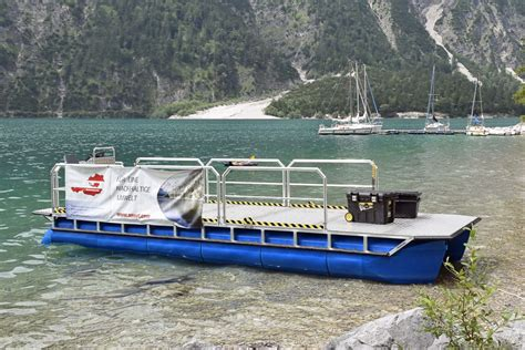 pontoon dive boat perebo pontoon boats the right boat for every occasion