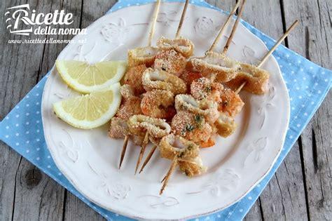 come cucinare i calamari al forno ricetta spiedini calamari e gamberi ricette della nonna