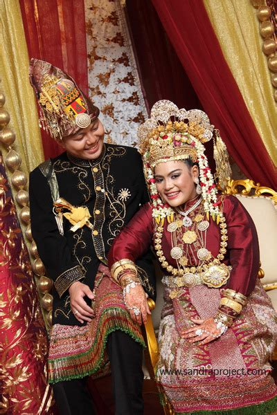 Ciri Ciri Baju Adat Aceh paket pernikahan adat aceh indri dan aby sandraproject