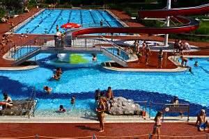 schwimmbad in hessen freizeit und familienbad langen freibad der stadt