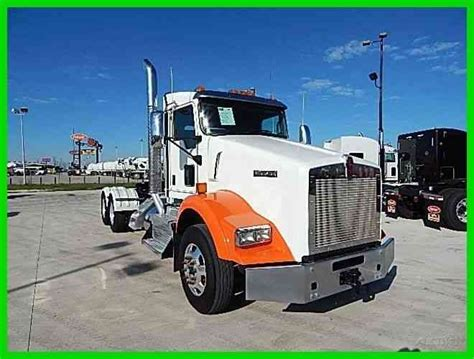 Kenworth T800 2013 Daycab Semi Trucks