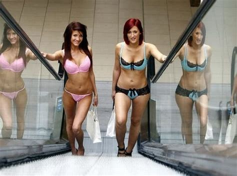 Shopping Mall Undressed 100 Girls 10 Pics