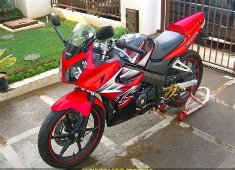 Lu Proji Cbr 150 sportbike rider picture website