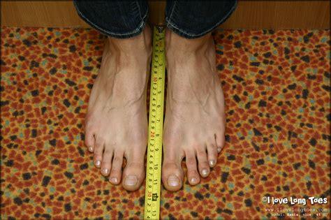 i love long toes ilovelongtoes photos and videos of hania s feet