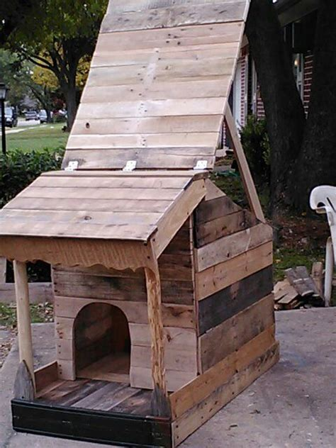 dog house made out of pallets this dog house made from pallets will protect your dog