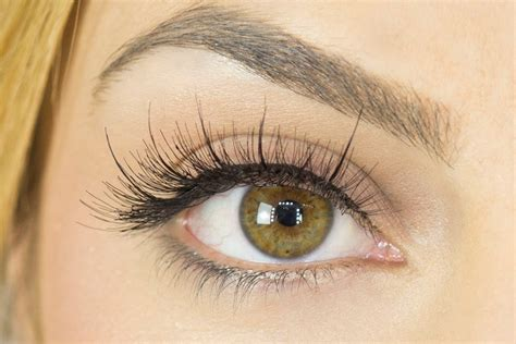 False Eyelash the do s and don ts of wearing false lashes the tonic