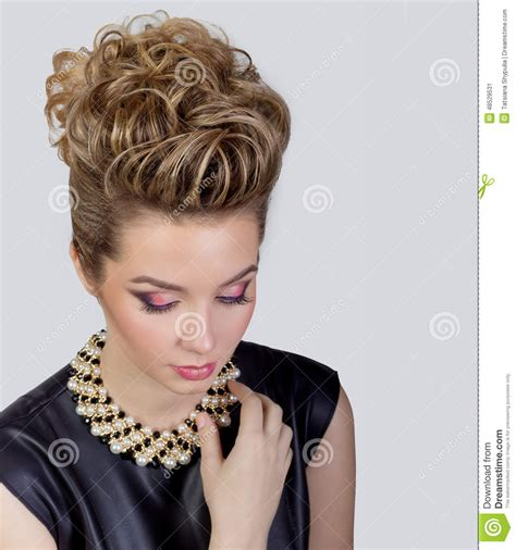 Make Up Dan Hairdo Di Salon complicated human social networking royalty free stock photography cartoondealer 12357455