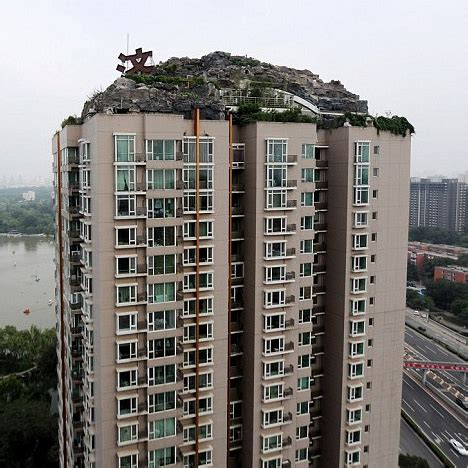 Penthouse Mountain: Stone Villa Tops Chinese Condo Tower