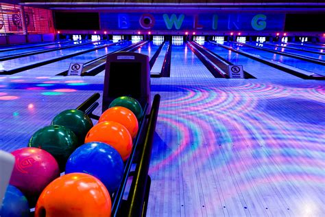 bowling background bowling wallpapers images photos pictures backgrounds