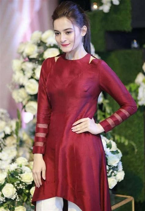 beautiful aiman khan iqra aziz  oppo event pakistani