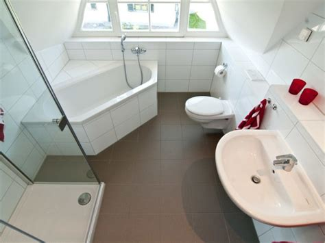 eckbadewanne für kleine bäder kleines bad mit dusche und badewanne
