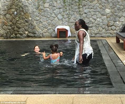 Jumpsuit Gajah Warna berlibur di thailand beyonce sewa villa rp 310 juta per