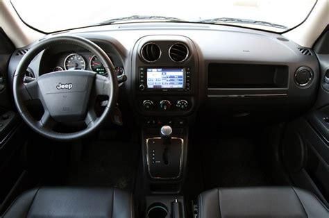 jeep patriot 2010 interior review 2010 jeep patriot deserves a second look autoblog
