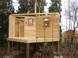 cabane piloti construction de notre cabane sur pilotis la cabane en