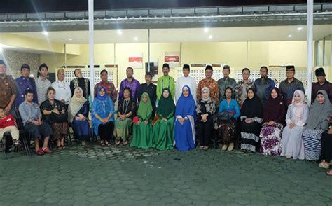 Stiker Keluarga Besar Polda Kalimantan Timur ramah tamah keluarga besar polda diy dengan raja raja se nusantara bhayangkari
