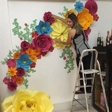 papel mural flores peque 241 as con fondo verde xv papel mural fondos verdes y murales m 225 s de 17 ideas fant 225 sticas sobre flores de papel en manualidades flores de papel