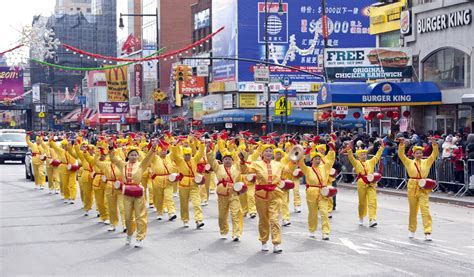 new year parade nyc 2016 flushing new york city falun gong practitioners participate in