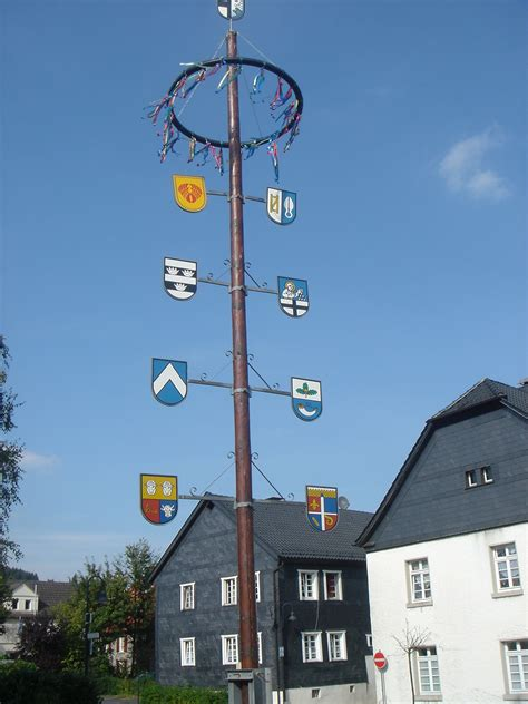 A Maibaum Of Your Own by File Balve Maibaum Jpg Wikimedia Commons