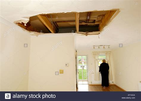 bathtub leaks through ceiling bathtub leaking through ceiling theteenline org