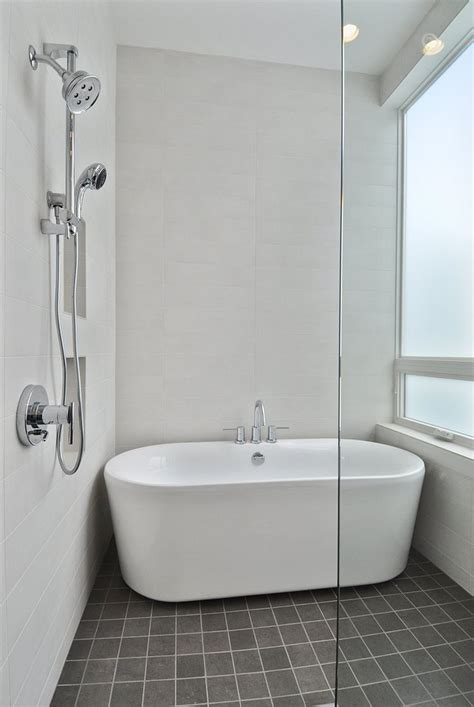 freestanding bathtub shower 25 best ideas about clean bathtub on pinterest bathtub