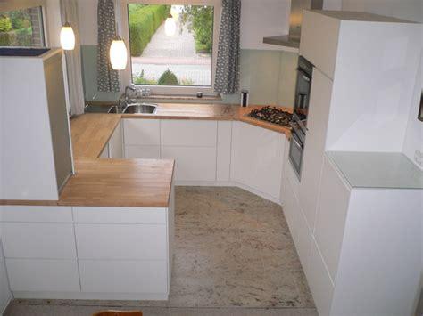küchenstudio weiss schlafzimmer wandfarbe buche