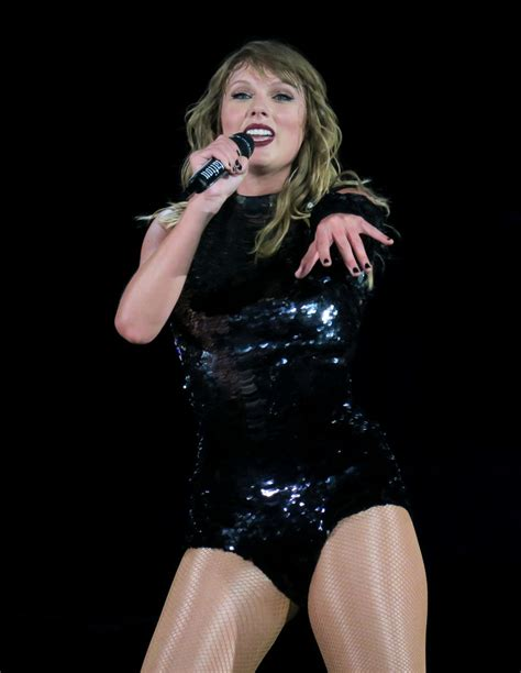 taylor swift concert december 2018 taylor swift performed at the rose bowl in pasadena05 18