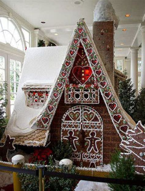 best gingerbread house the best gingerbread houses you have ever seen giant gingerbread house goodtoknow