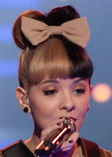 melanie martinez had short curly hair for her performance of cough melanie martinez blonde black hair bun double