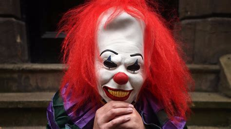 killer clown childline flooded by calls killer clown craze itv