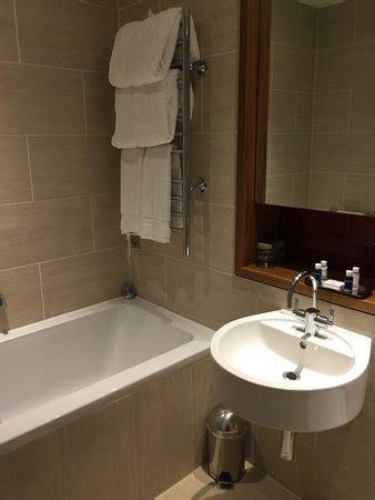 Modern Bathroom Reviews by Clean Modern Bathroom Picture Of Apex Wall Hotel