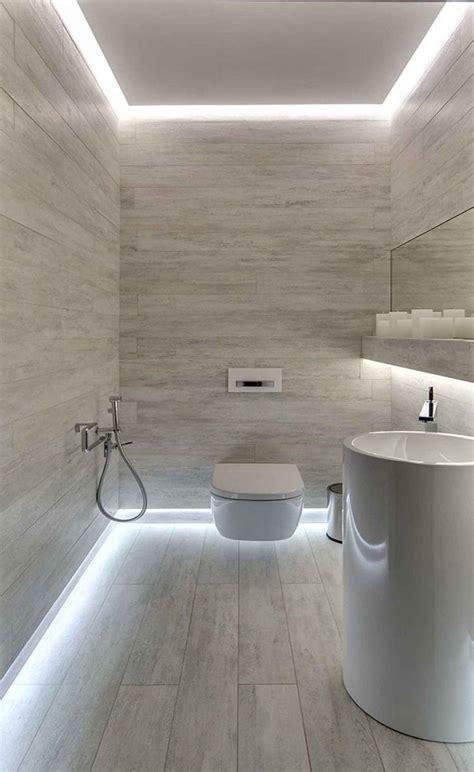 bagno con pavimento in legno pi 249 di 25 fantastiche idee su illuminazione da bagno su