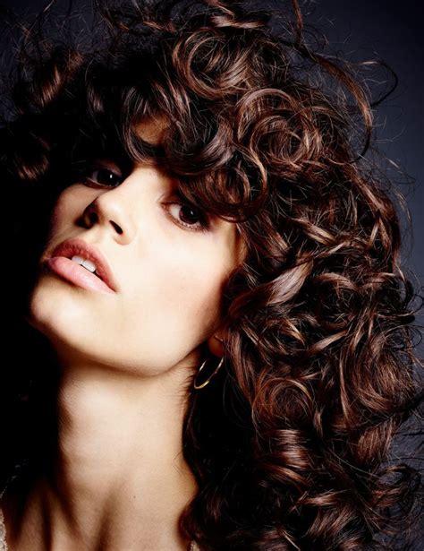 curly haircuts at home domestic bliss angelina jolie and brad pitt at home