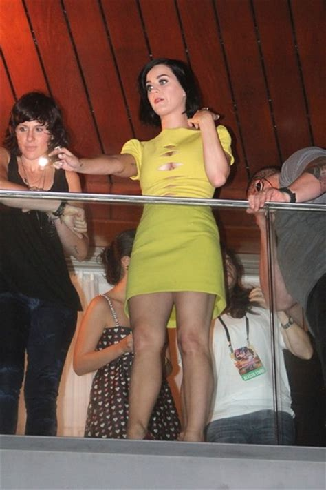 Kate Perry Wardrobe by Katy Perry Waves From Balcony In Zimbio